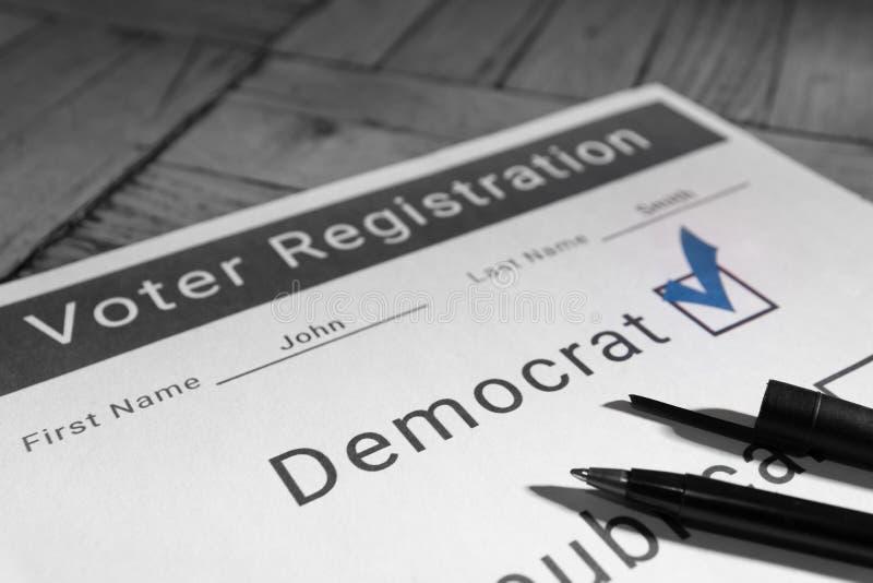 Forme d'inscription des électeurs - Démocrate photos stock