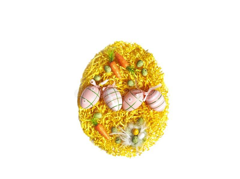 Forme d'oeuf de pâques faite d'oeufs colorés Concept de vacances de Pâques photos stock