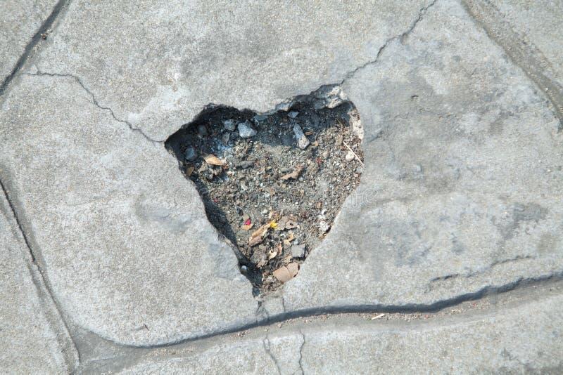 Forme de coeur d'en pierre cassé photographie stock