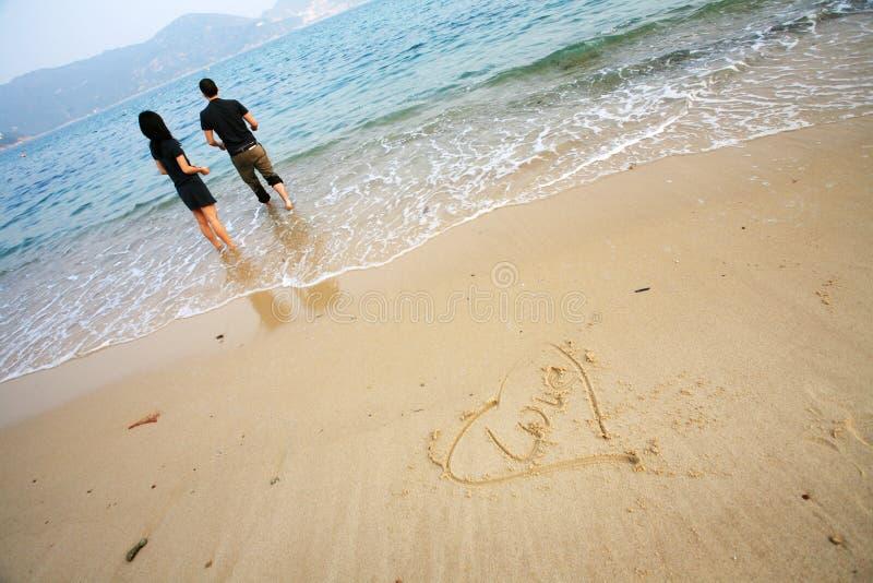 forme de coeur de plage photos stock
