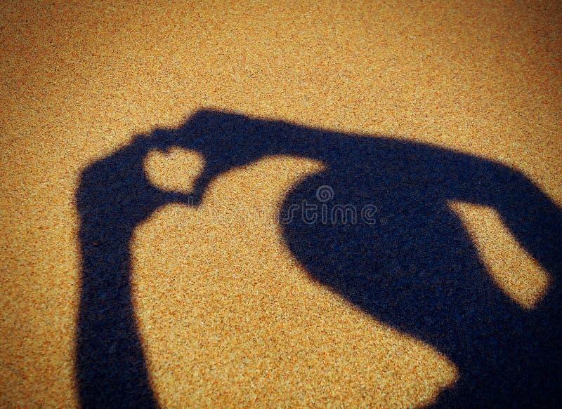 Download Forme De Coeur Sur Le Bord De La Mer Image stock - Image du personne, concept: 56484287