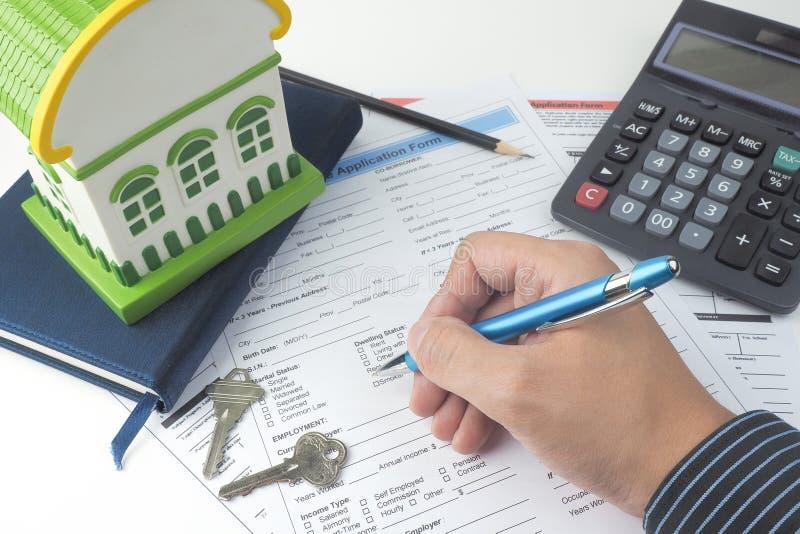 Forme de demande de prêt hypothécaire d'hypothèque, vue supérieure, modèle de maison, carnet, CALC image stock
