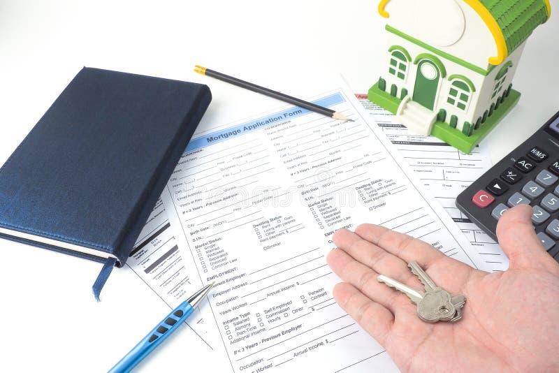 Forme de demande de prêt hypothécaire d'hypothèque, vue supérieure, modèle de maison, carnet, CALC photo stock