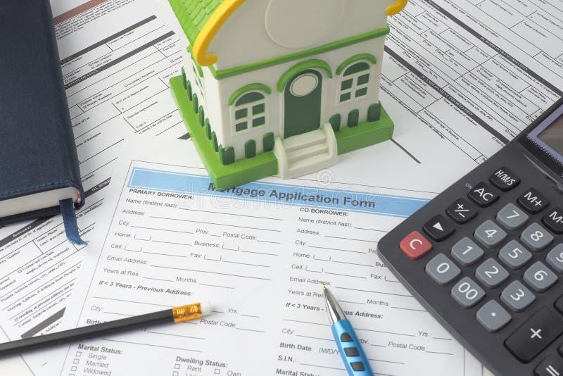 Forme de demande de prêt hypothécaire d'hypothèque, vue supérieure, modèle de maison, carnet, CALC images stock