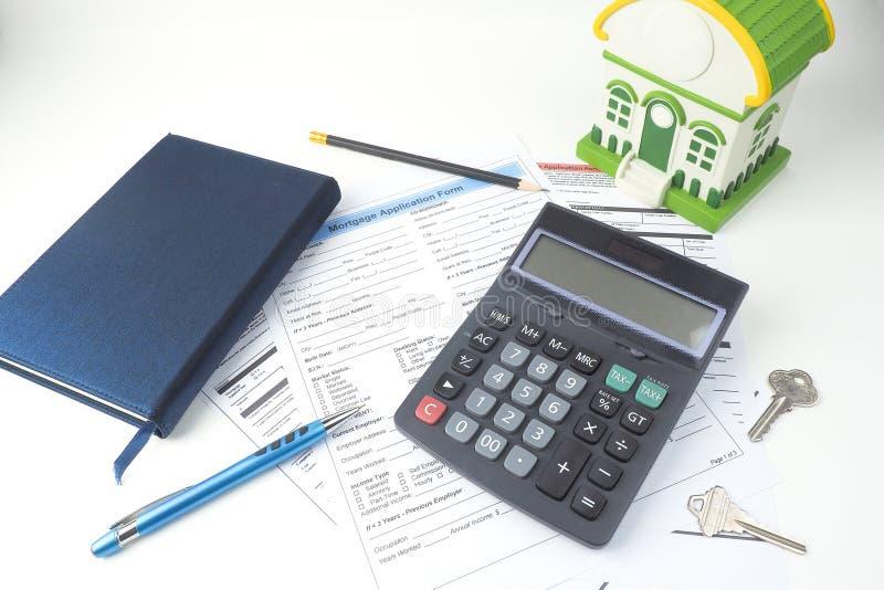 Forme de demande de prêt hypothécaire d'hypothèque, vue supérieure, modèle de maison, carnet, CALC image libre de droits