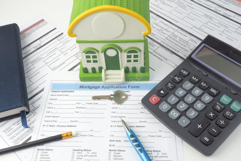 Forme de demande de prêt hypothécaire d'hypothèque, vue supérieure, modèle de maison, carnet, CALC photographie stock libre de droits