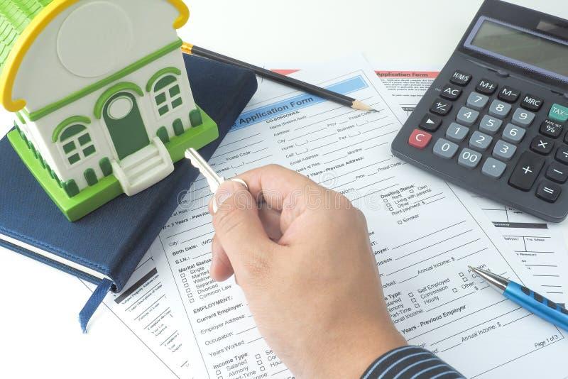 Forme de demande de prêt hypothécaire d'hypothèque, vue supérieure, modèle de maison, carnet, CALC photo libre de droits