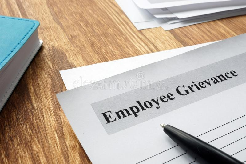 Forme de grief des employés sur un bureau photo libre de droits