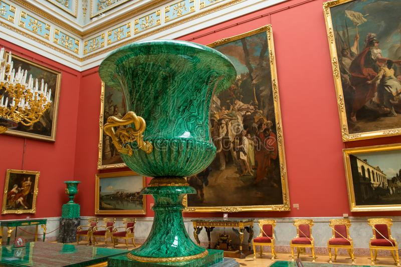 Forme de vase à malachite du Medici photos stock