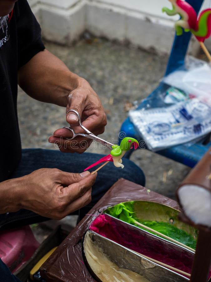 Forme di arte fatte a mano di varie forme di Candy di Tailandia antica Caramella di arte di formature a mano da zucchero con il c fotografia stock
