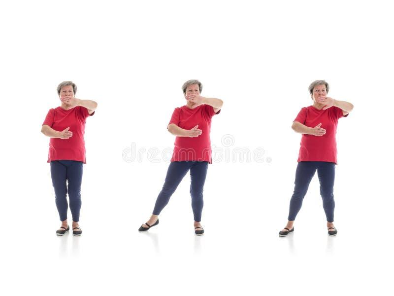 Forme di 'chi' del Tai eseguite dalla donna più anziana immagine stock