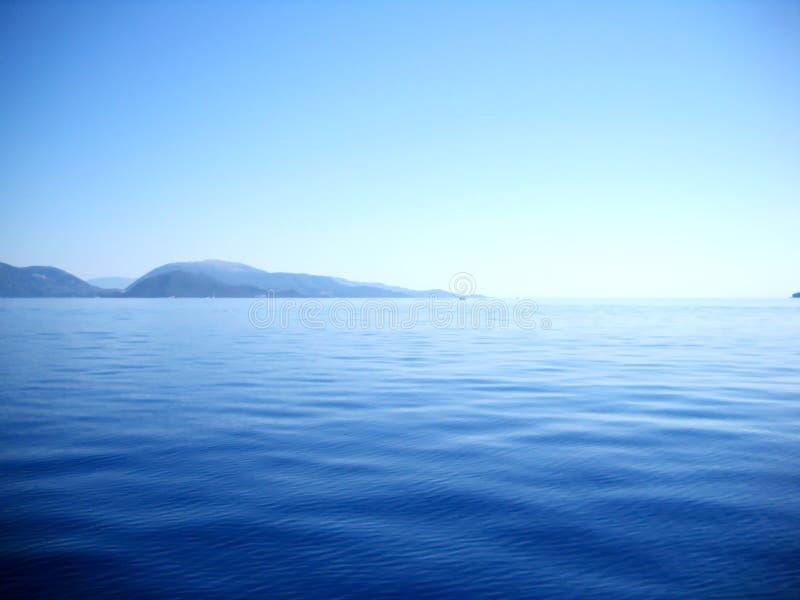 Forme e tonalità del blu fra le isole ioniche fotografia stock