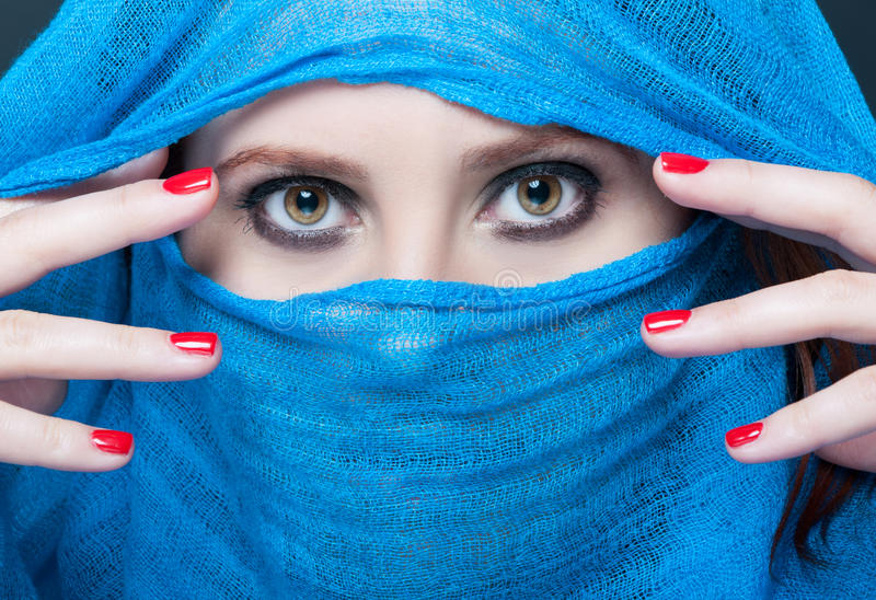 Forme el retrato de la belleza del modelo con maquillaje del smokey foto de archivo