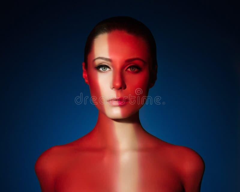 Forme el retrato del arte de la mujer joven desnuda elegante fotografía de archivo libre de regalías