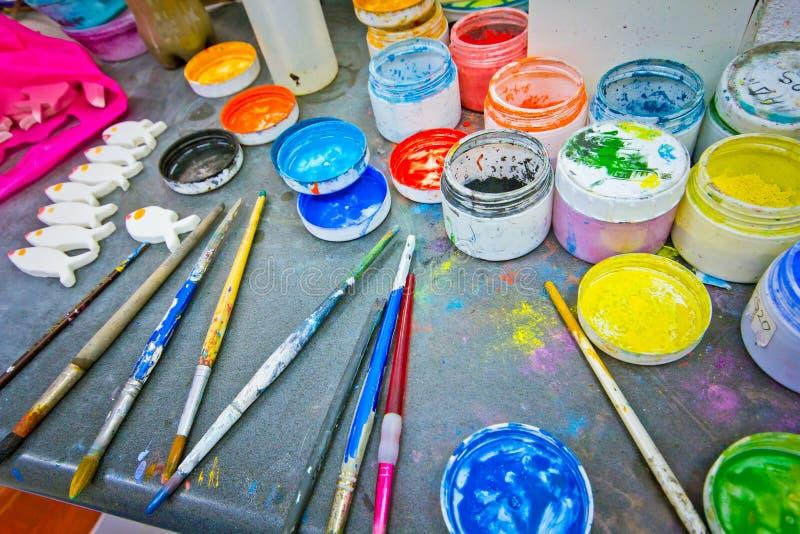 Forme et bouteilles de couleur photographie stock libre de droits