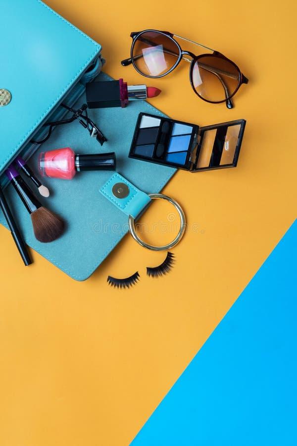 Forme fundamentos da mulher, cosméticos, acessórios da composição fotos de stock royalty free