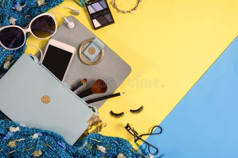 Forme fundamentos da mulher, cosméticos, acessórios da composição imagens de stock royalty free