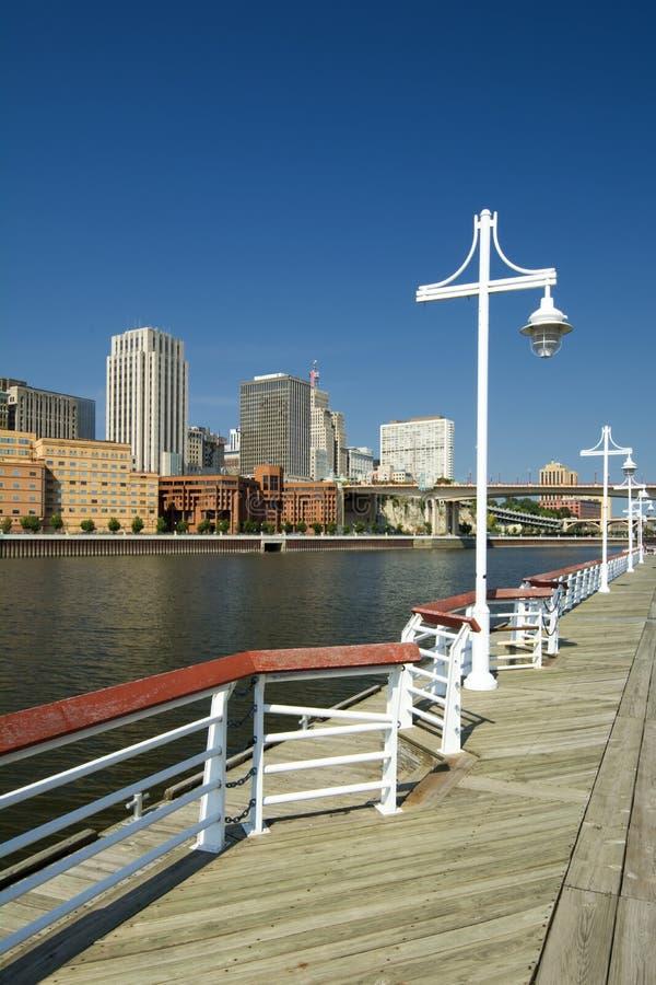 Forme Harriet Island Marina, St Paul, Minnesota, Etats-Unis d'horizon de Saint Paul photographie stock