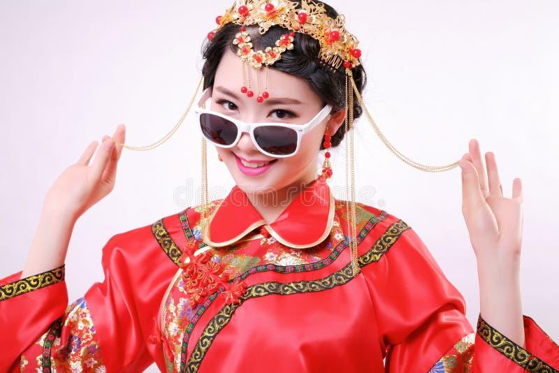 """Forme o estilo chinês vestido de casamento chinês do"""" — do †foto de stock royalty free"""