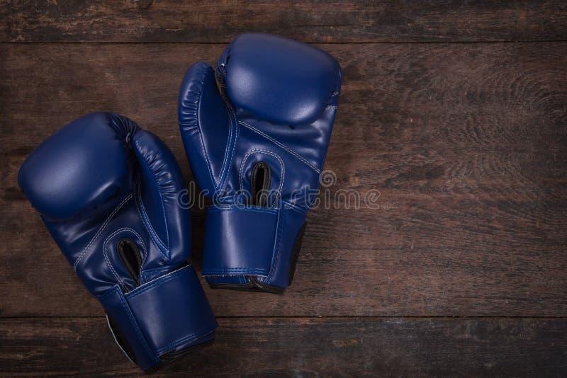Forme physique avec des gants de boxe photo stock