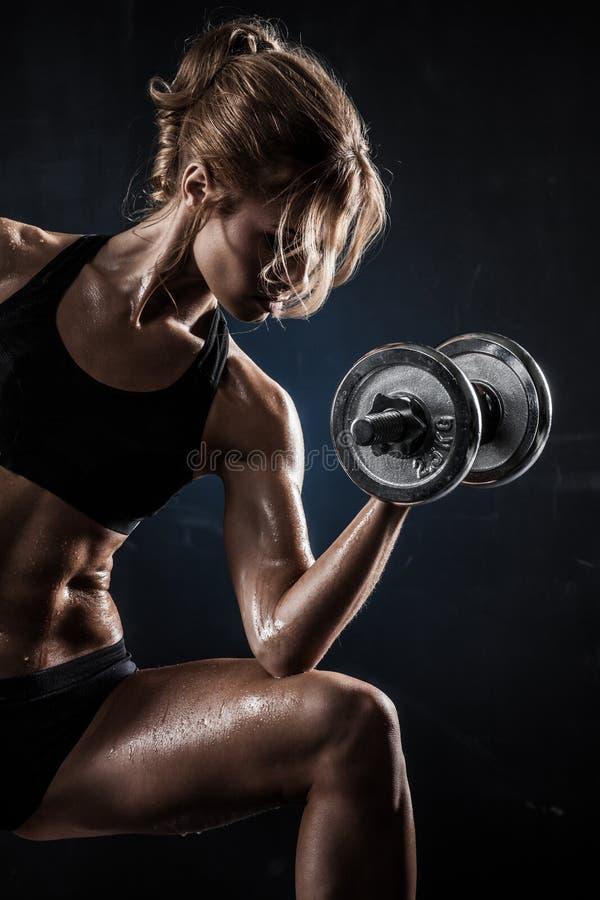 Forme physique avec des haltères photographie stock libre de droits