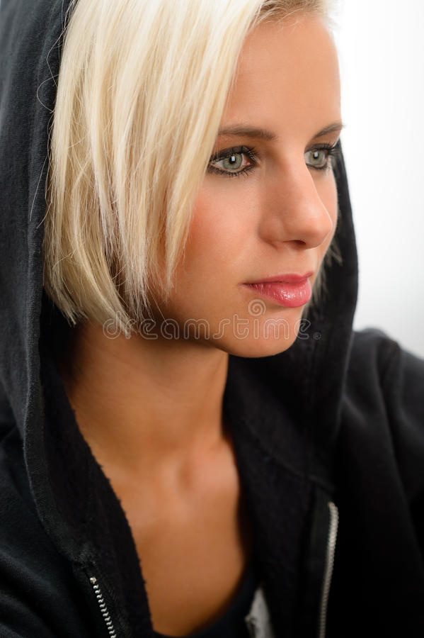 Forme physique blonde de hoodie de noir d'usure de femme de sport image libre de droits