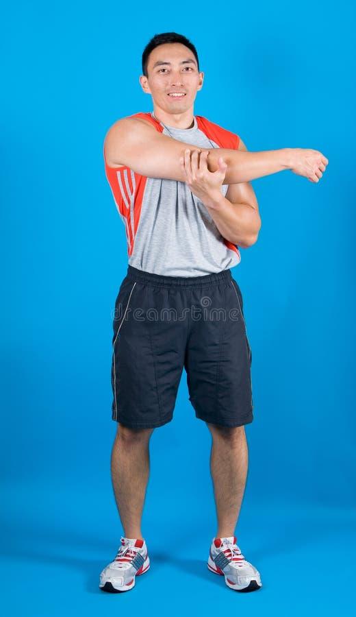 forme physique d'exercice de bras son étirage d'homme photographie stock libre de droits