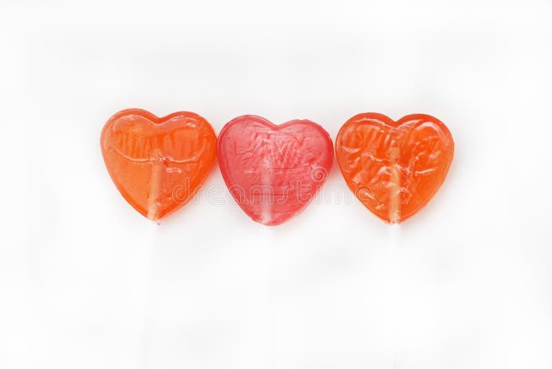 Forme rouge Isoalted de coeur de trois lucettes sur le fond Vue supérieure Amour et Valentine& x27 ; concept de jour de s photographie stock