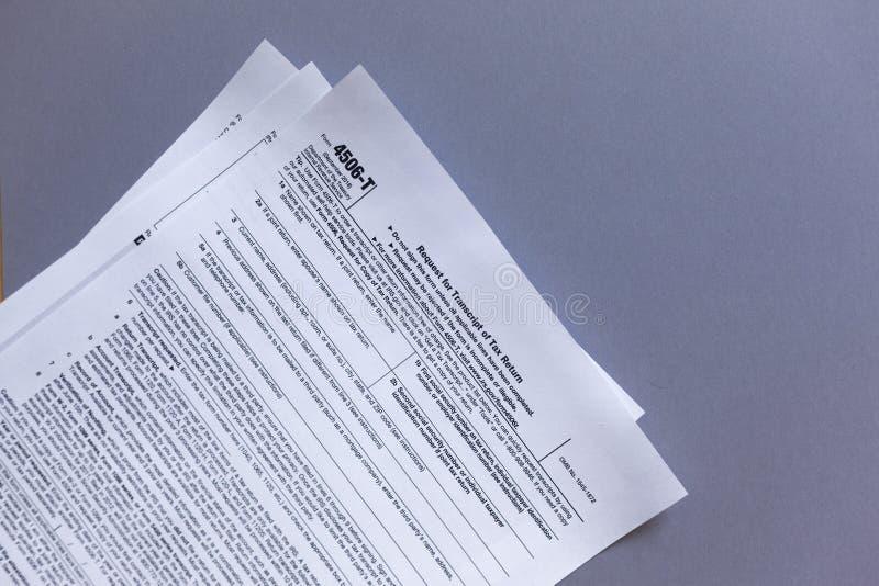 Forme 4506-T d'IRS Demande de transcription d'impôts photos libres de droits