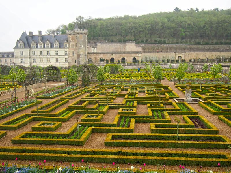 Formella trädgårdar på den Villandry chateauen i Loiret Valley av Frankrike royaltyfri foto