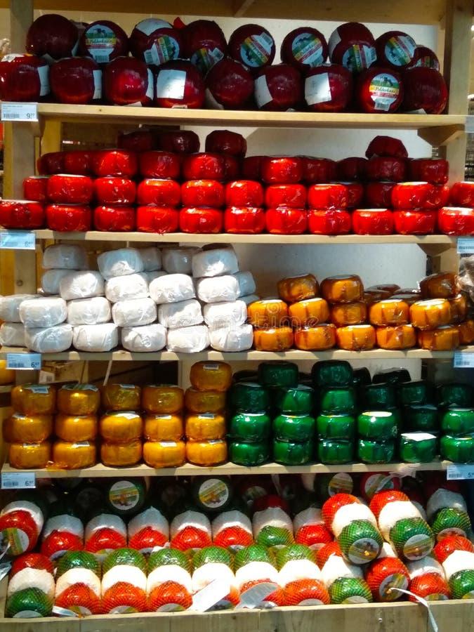 Formen des holländischen Käses typisches Amsterdam-Rezept Lokale Reiseandenken in den Niederlanden Helle Farben lizenzfreie stockfotografie