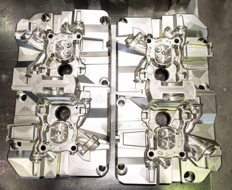 Formen för hög precision och dör tillverkning för automatiskt och aero arkivfoton