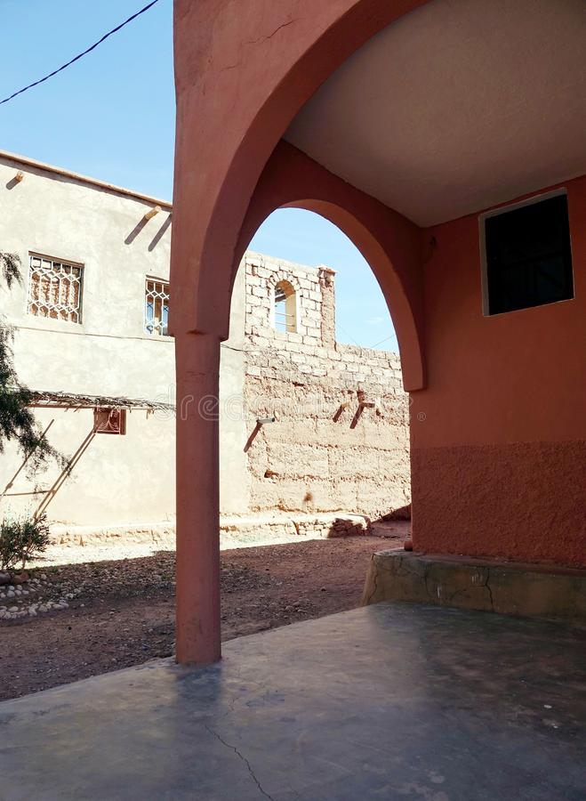 Formes et bâtiments dans les sud des montagnes d'atlas Maroc, Afrique photographie stock