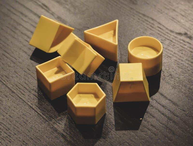 Formes jaunes photographie stock