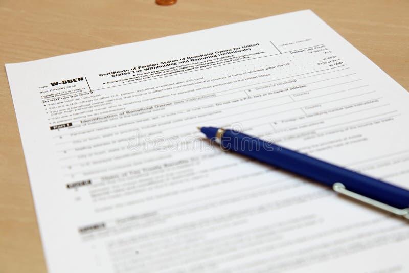 Formez W8BEN avec un stylo image libre de droits