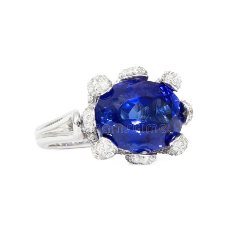 Formgivare Ring med diamanter och Tanzanite royaltyfria bilder