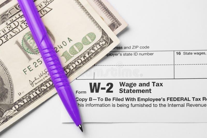 Formi lo stipendio W-2 e tassi la dichiarazione fotografia stock