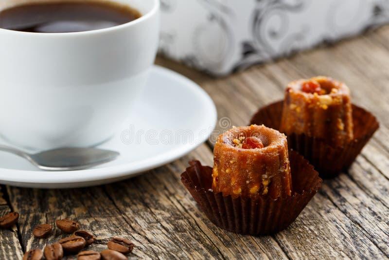 Formigueiro delicioso dos doces do vegetariano na tabela de madeira para o petisco imagem de stock royalty free