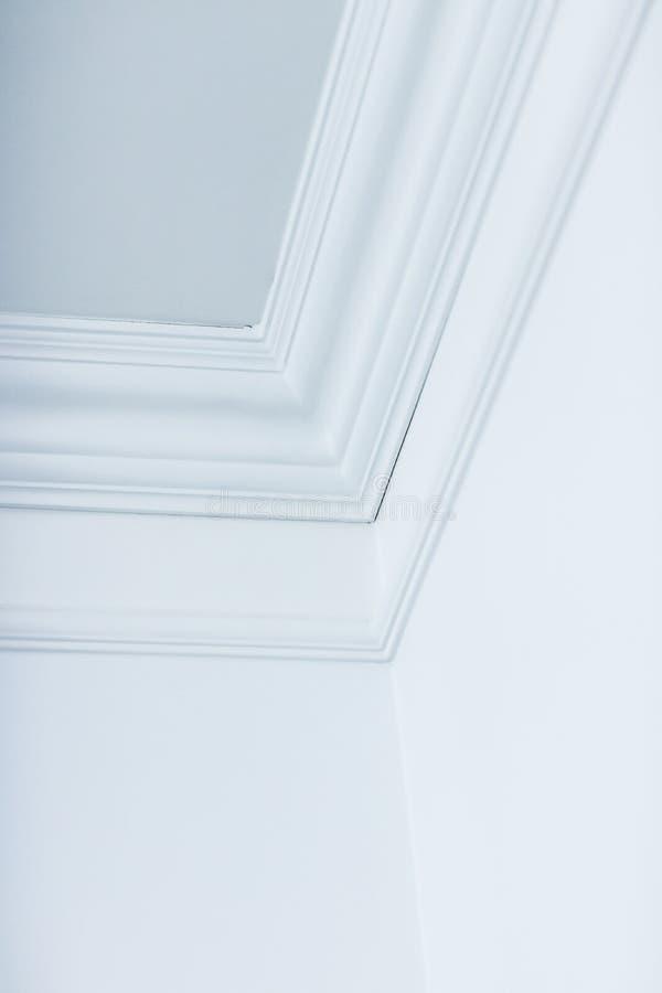 Formowanie szczegółów sufitu, projektu wnętrza i architektonicznego tła abstrakcyjnego obraz stock