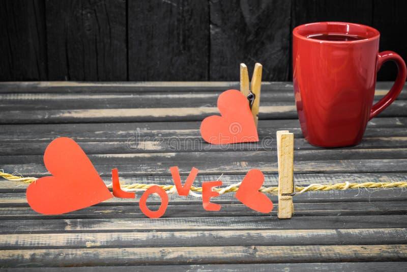 formułuje miłości robić papierowa i czerwona filiżanka obrazy royalty free