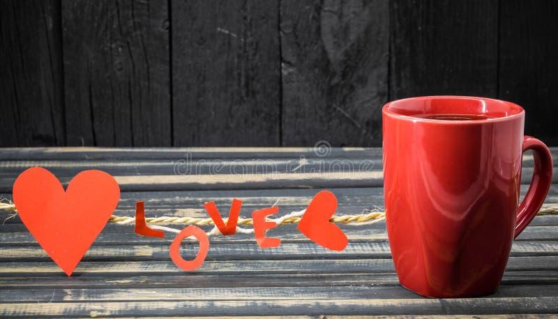 formułuje miłości robić papierowa i czerwona filiżanka fotografia royalty free