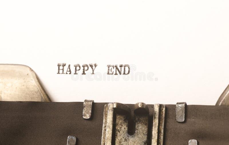 Formułuje szczęśliwą końcówkę pisać na maszyna do pisania zdjęcia royalty free