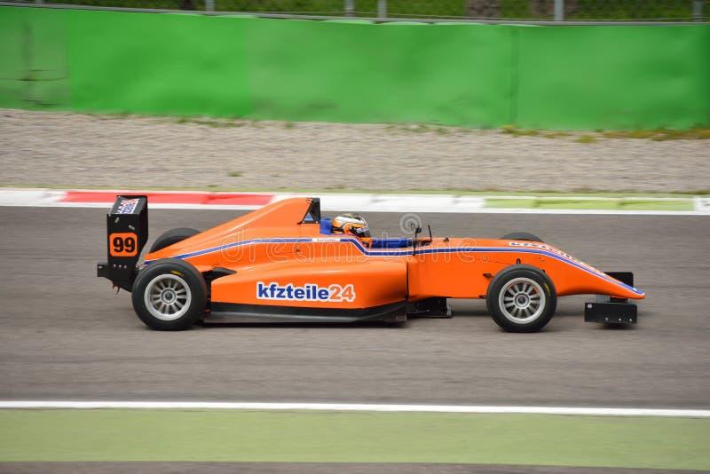 Formuły 4 samochodu test przy Monza obraz royalty free