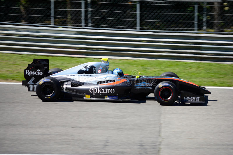 Formuły V8 pilot Roy Nissany w akci zdjęcia stock