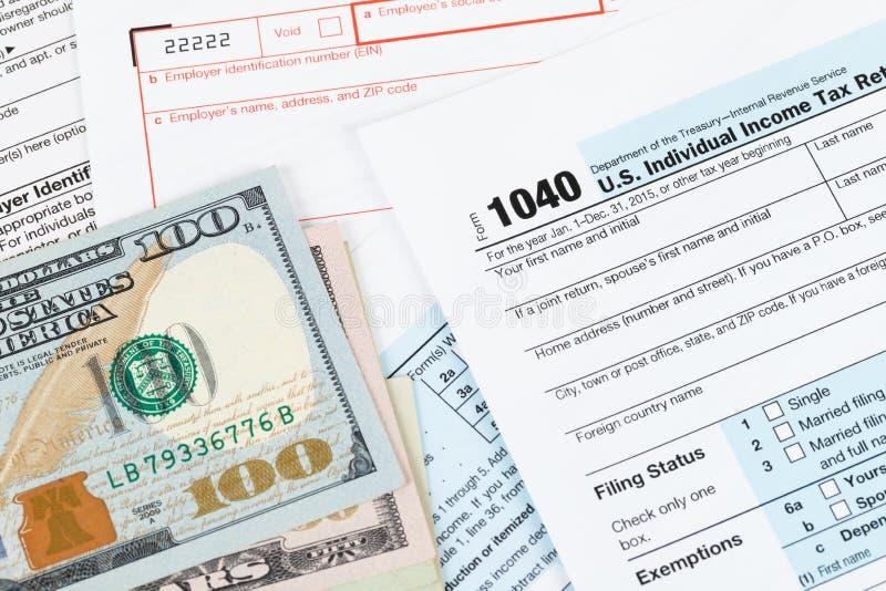 Formulário de declaração de rendimentos individual pelo IRS, conceito da renda para a tributação imagem de stock