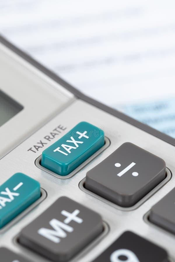 Formulário de declaração de rendimentos individual pelo IRS, conceito da renda para a tributação foto de stock