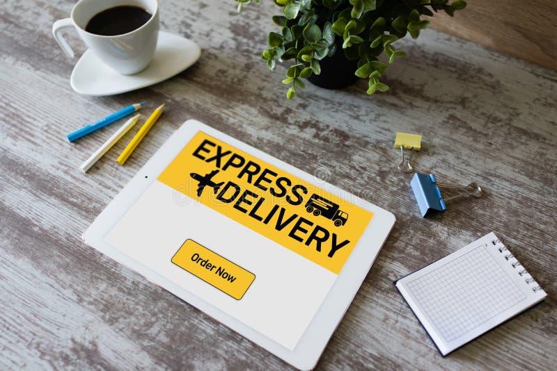 Formulário de entrega expressa na tela, no transporte e no conceito logístico Compra em linha foto de stock royalty free