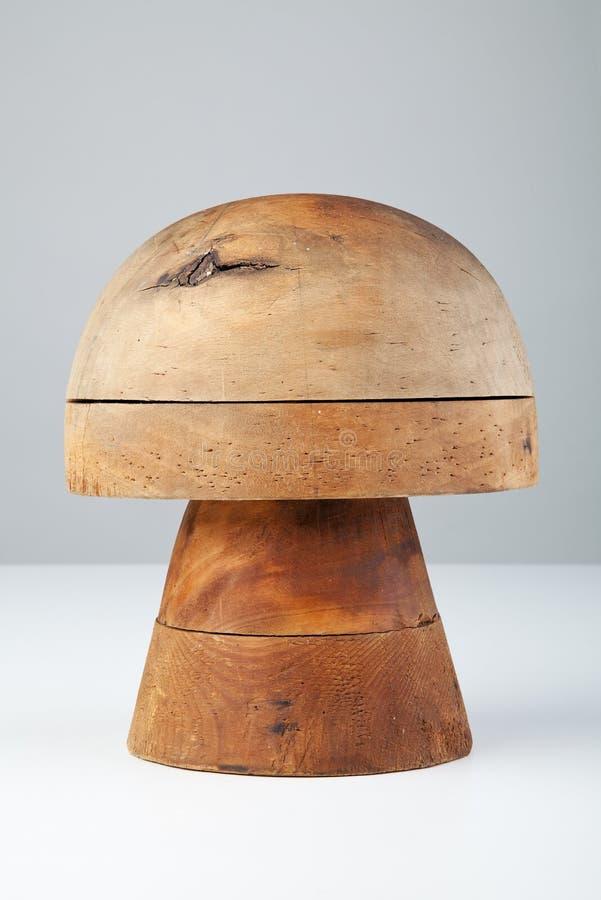 Formulário de madeira para chapéus imagens de stock