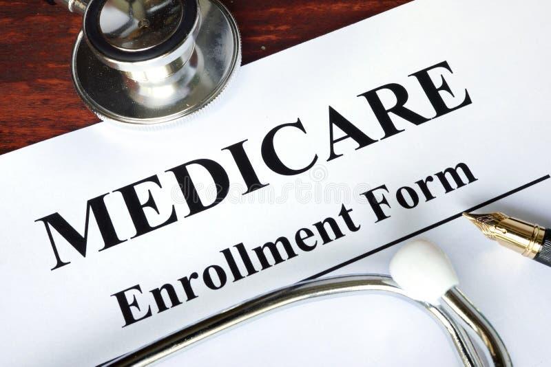 Formulário do registro de Medicare escrito em um papel fotografia de stock