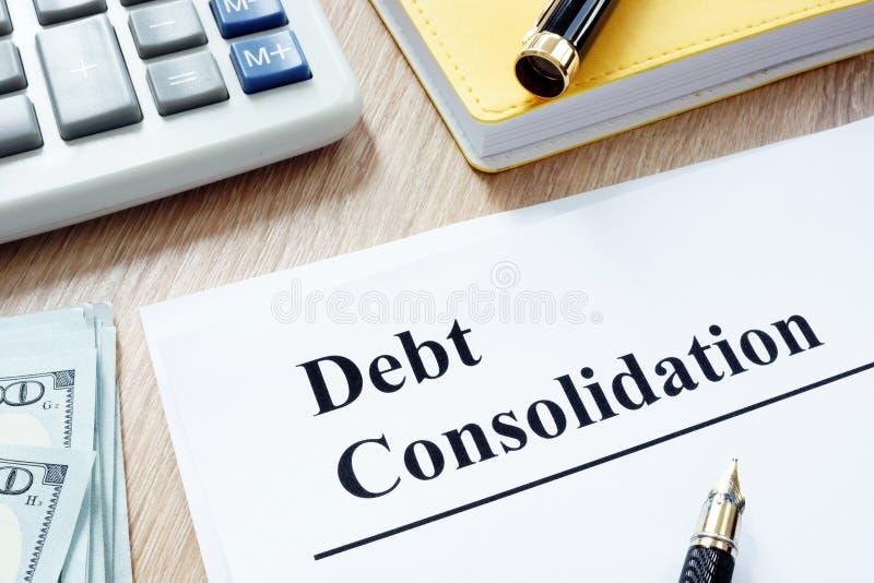 Formulário e dinheiro da consolidação de débito imagem de stock